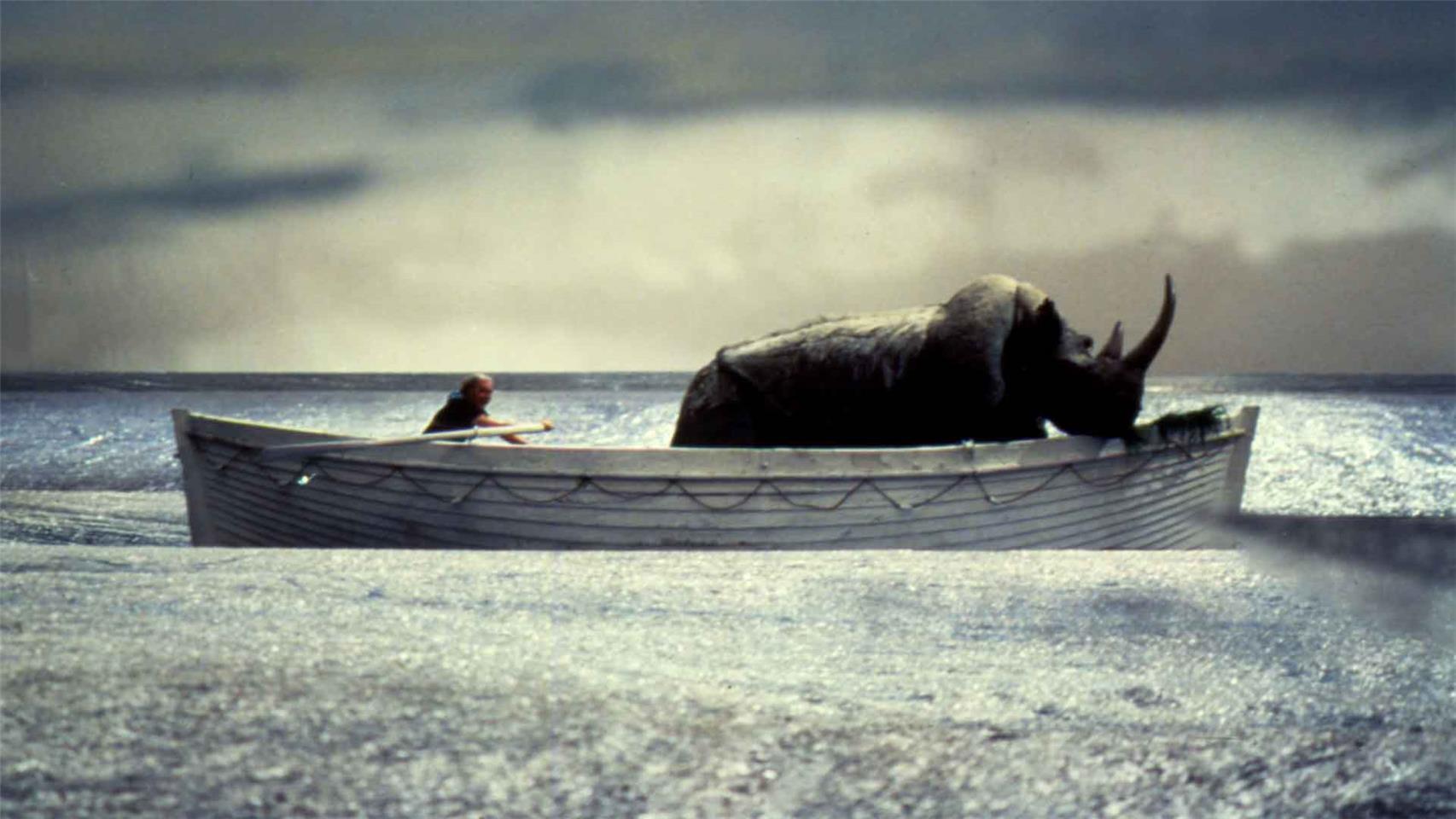 """Il rinoceronte in """"La nave va"""" di Federico Fellini"""
